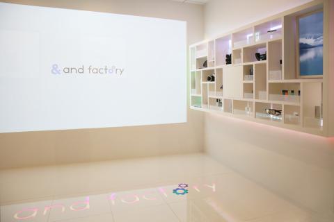 近未来のIoT空間を体験できるオフィス!and factoryが増床フロアに「スマートショールーム」を開設。